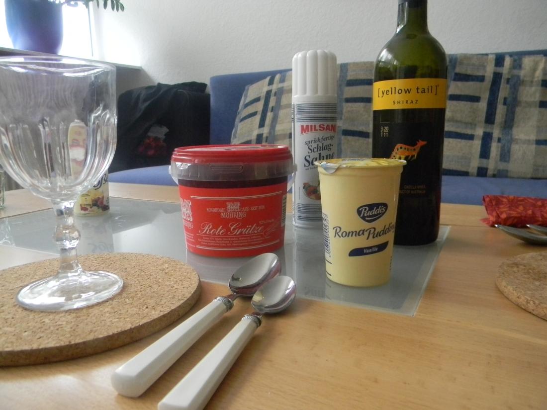 Rote Grütze, Vanille Sauce, Australian Wine