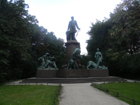 This monument faces the Siegesäule (Victory Column)