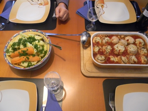 One of Astrid's sumptuous meals: Filled mushrooms and a platter of vegies.