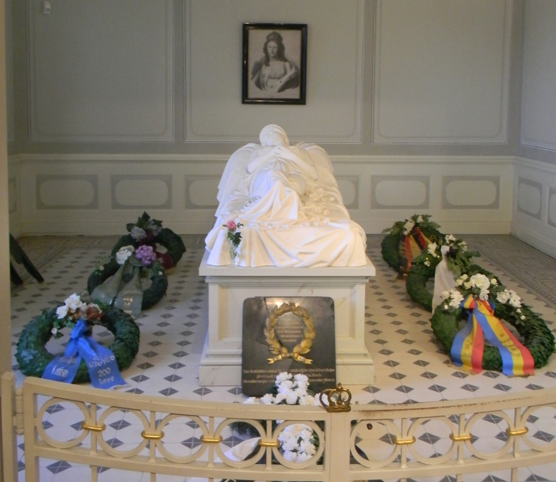 This is a memorial in the room where Queen Louise died. Her burial place is in Berlin.