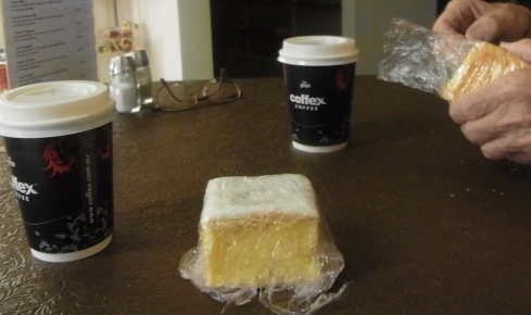 We are quite happy with our decision. The vanilla slice turns out to be just heavenly! No wonder it has become famous.