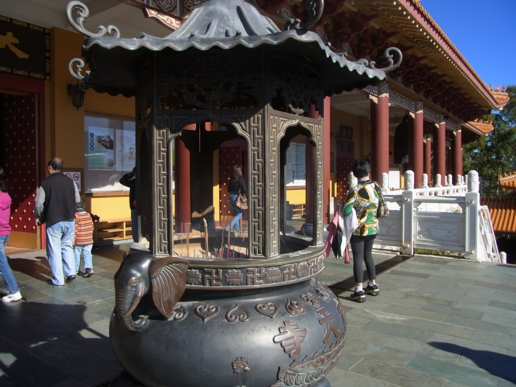 This is near the entrance of the Great Hall where the five Buddhas are.