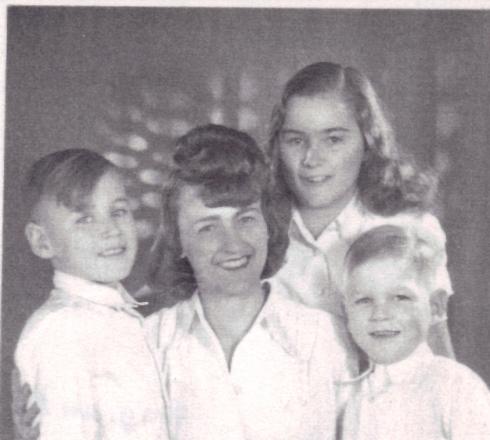 1948: Mum 37, Uta 14, Bodo 10 and Peter 7.