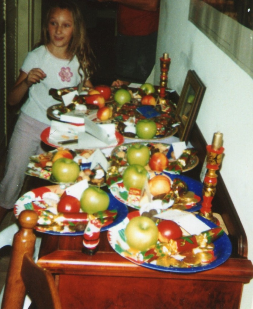 Christmas 1999 : Bunte Teller, a Christmas treat which the children loved. In the picture 8 year old Tashi.
