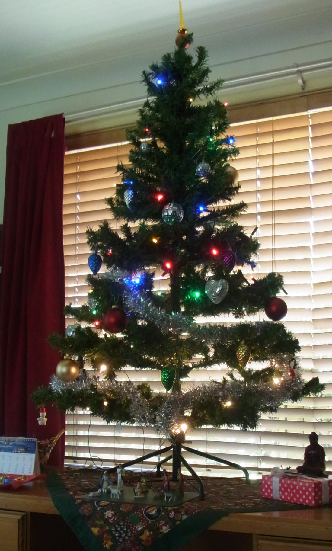 The job is done: We managed putting up the Christmas Tree.