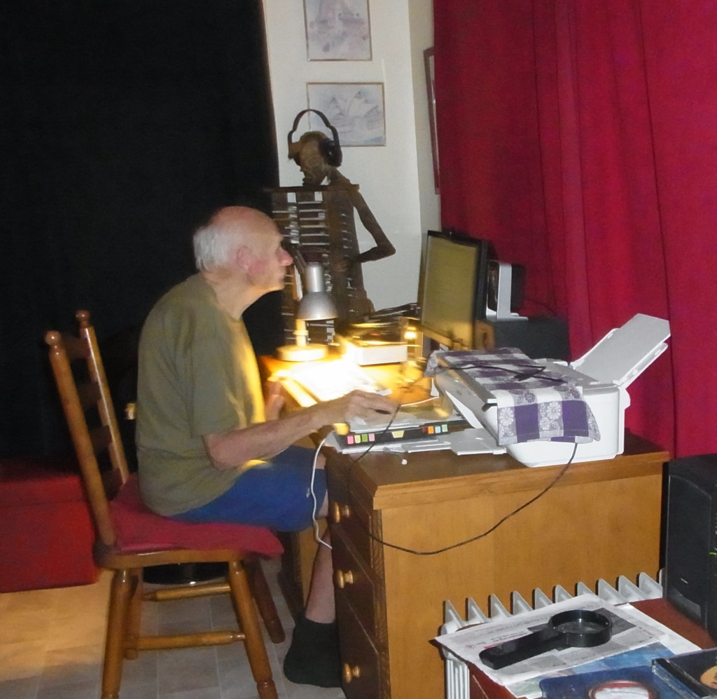 As I enter the living-room I can see Peter being busy with the computer.