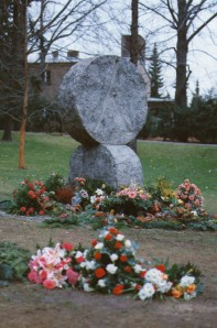 This stone we recognised in 2010 when Klaudia showed us the cemetery. Where these flowers are from the day of the funeral is presumably where Mum's urn was buried.