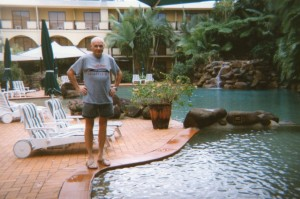 After our arrival at Cairns Peter contemplated whether he should take a dip into our hotel's swimming pool.