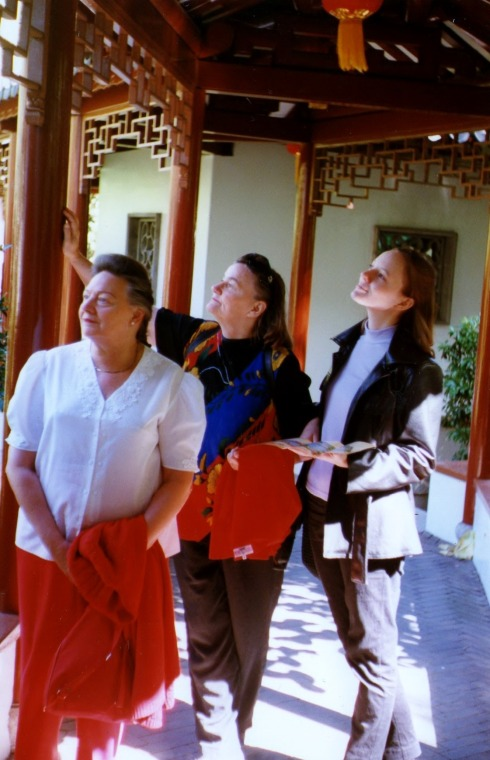 Here is again one of the pictures of the three of us in the Chinese Gardens.
