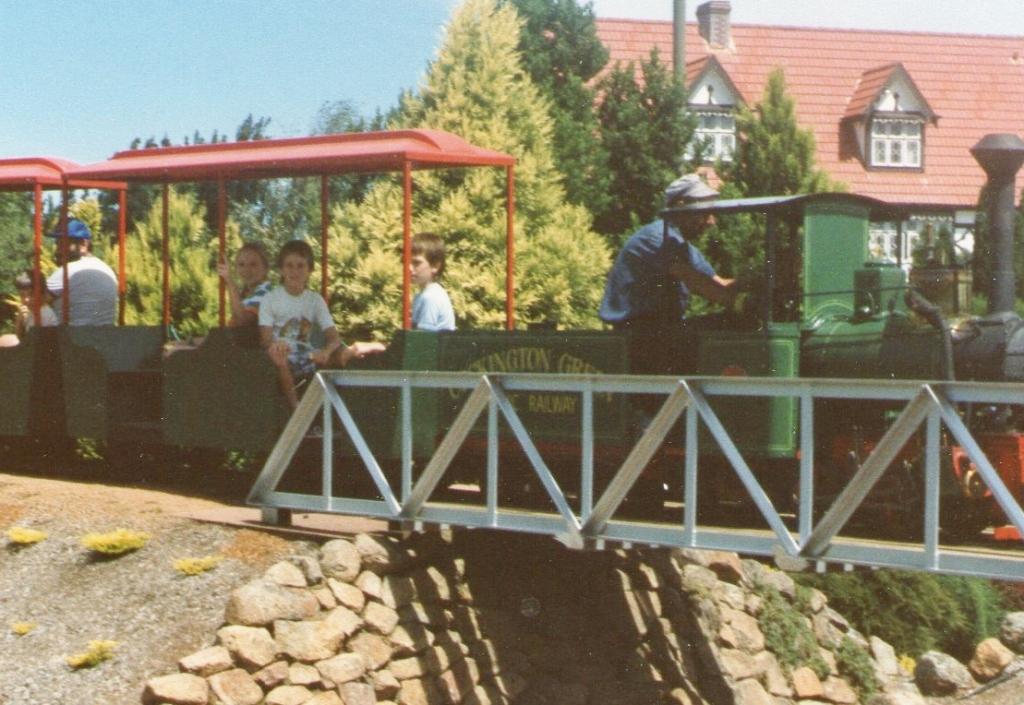 A Trainride around the Cockington Greens