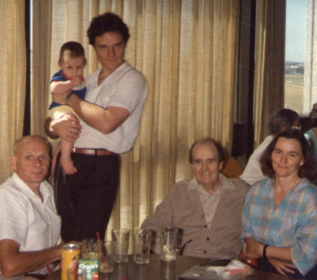 Ron Bates is in the middle of the photo. Probably Caroline took the picture. Sydney Airport 5.4.86