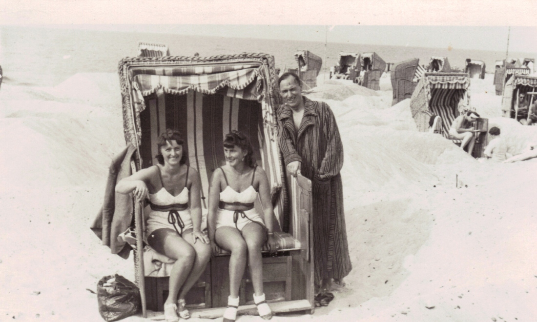 Alexander mit Charlotte und Ilse Graal Mueritz 1940