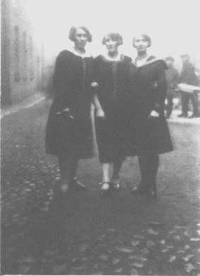 This is a picture of Dad's sisters from 1927 in Lodz.