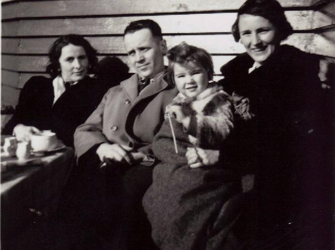 Tante Ilse, Onkel Addi (Adolf Schlinke), with me and Mum.