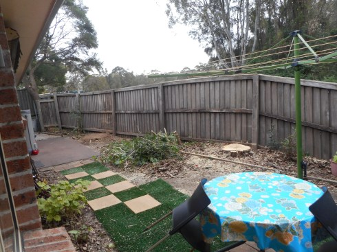 Our backyard looks pretty bare at the moment. But we're going to plant soon something new and hopefully a bit more suitable for this small area.