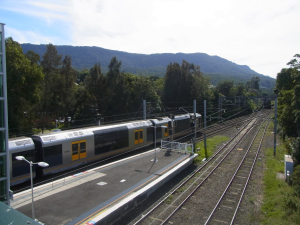 Train departing Thirroul on the way to Sydney